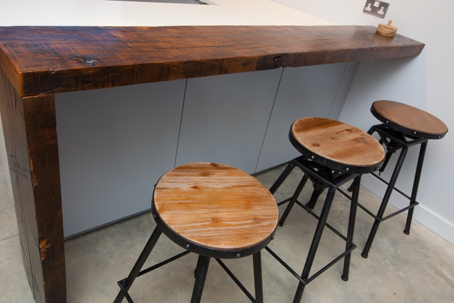 oak breakfast bar